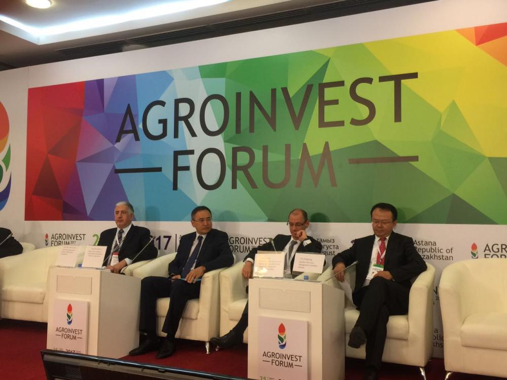 Eng. Hani Salem Sonbol (left), CEO, ITFC, Agroinvest, at the 'Agroinvest' Forum Astana 2017