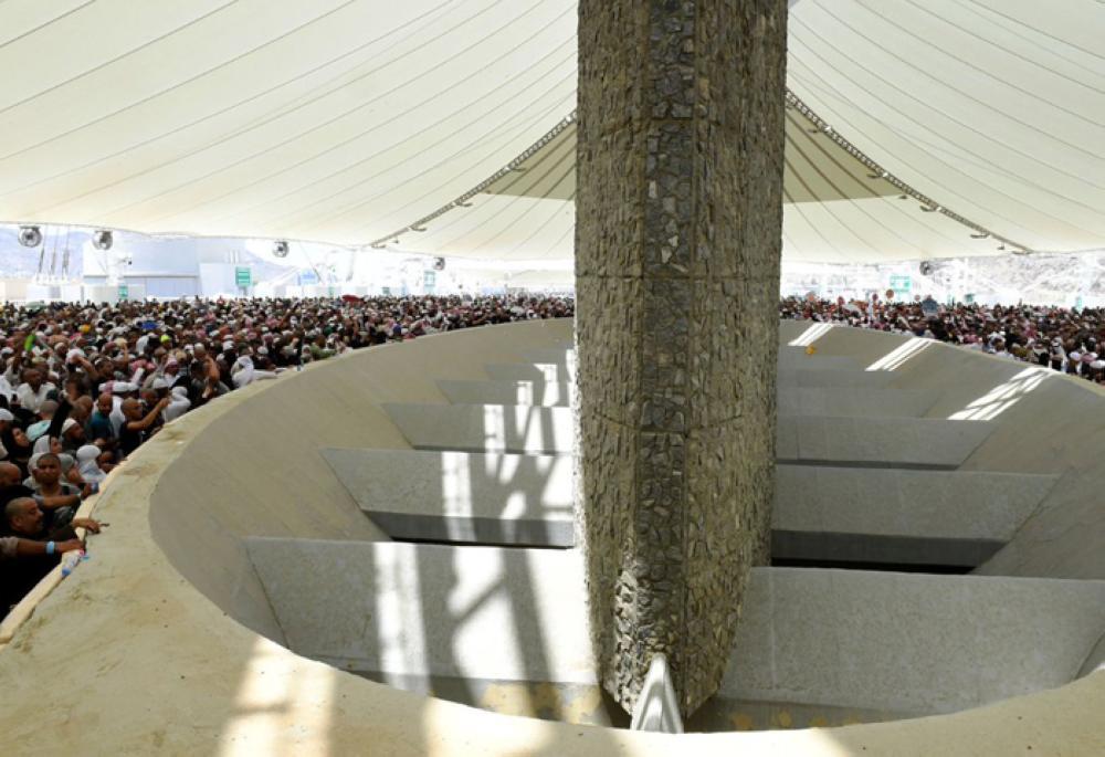 Pilgrims stoning the Jamarat Sunday