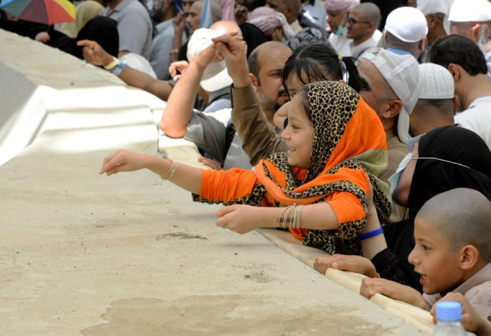 Pilgrims stoning the Jamarat Sunday