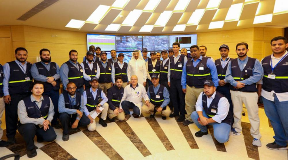 Eng. Khalid Al-Falih, minister of energy, industry and mineral resources in a group photo with Saudi enginners in SEC