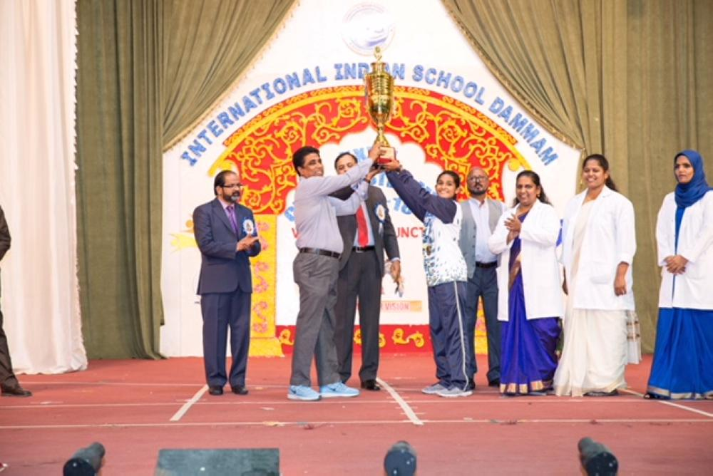 The winner in the girls event is presented a trophy with the chief guest Dr. Suhail Ajaz Khan and the IISD faculty applauding the winner.