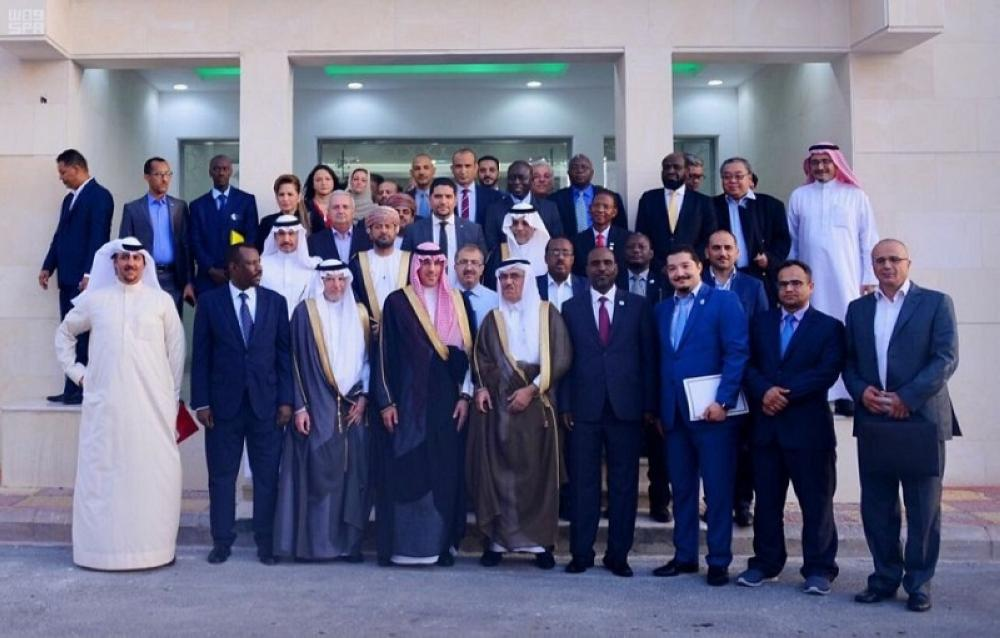 Minister of Culture and Information Awwad Al-Awwad, OIC Secretary-General Dr. Yousef Al-Othaimeen, and Saudi Press Agency President Abdullah Al-Hussein pose with delegates attending the IINA Executive Council meeting in Jeddah recently.