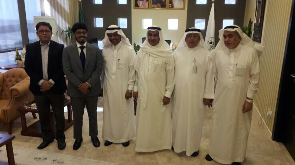 Deputy Minister of Haj and Umrah Dr. Abdul Fattah Suleiman Mashat with Indian Consul General Mohammed Noor Rahman Sheikh and other officials during their meeting in Makkah.