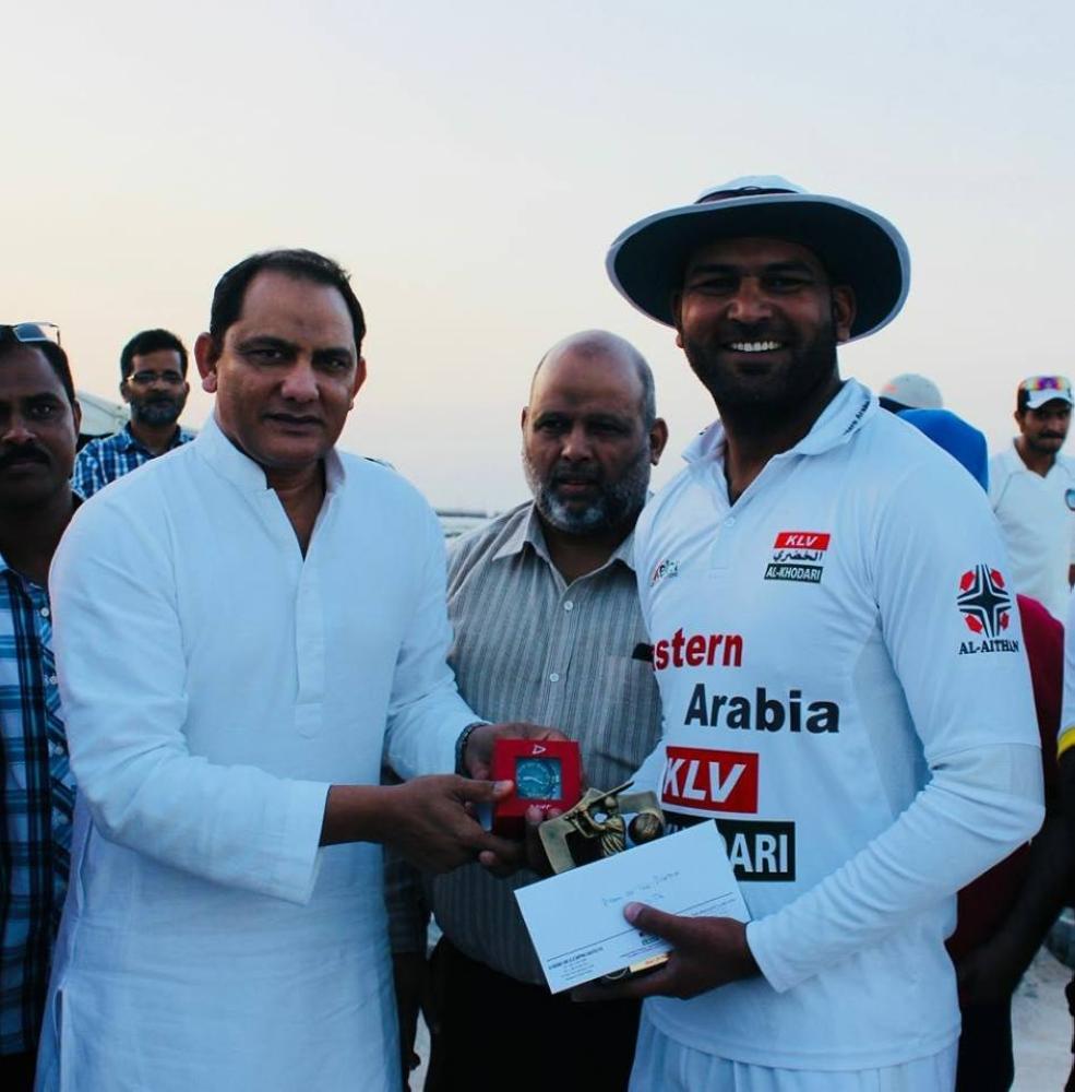Surjit Lally, who scored 68 off 24 balls, receiving award from Mohammed Azharuddin.