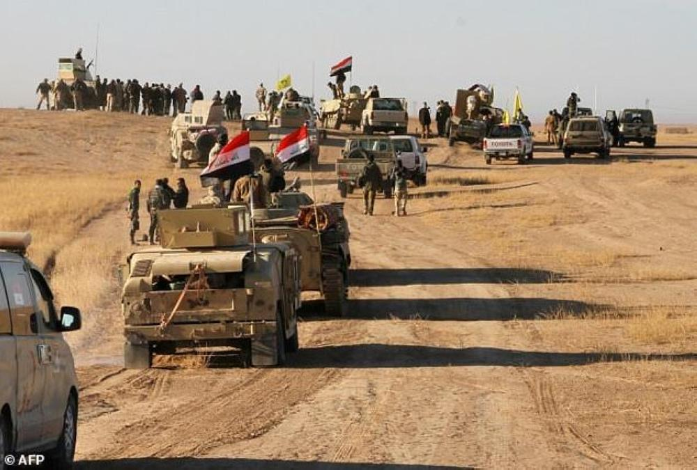 Iraqi forces, supported by members of the Hashed Al-Shaabi (Popular Mobilization units), advance against Daesh (the so-called IS) in the northern Iraqi region of Al-Hadar, 105 km south of Mosul, in November.