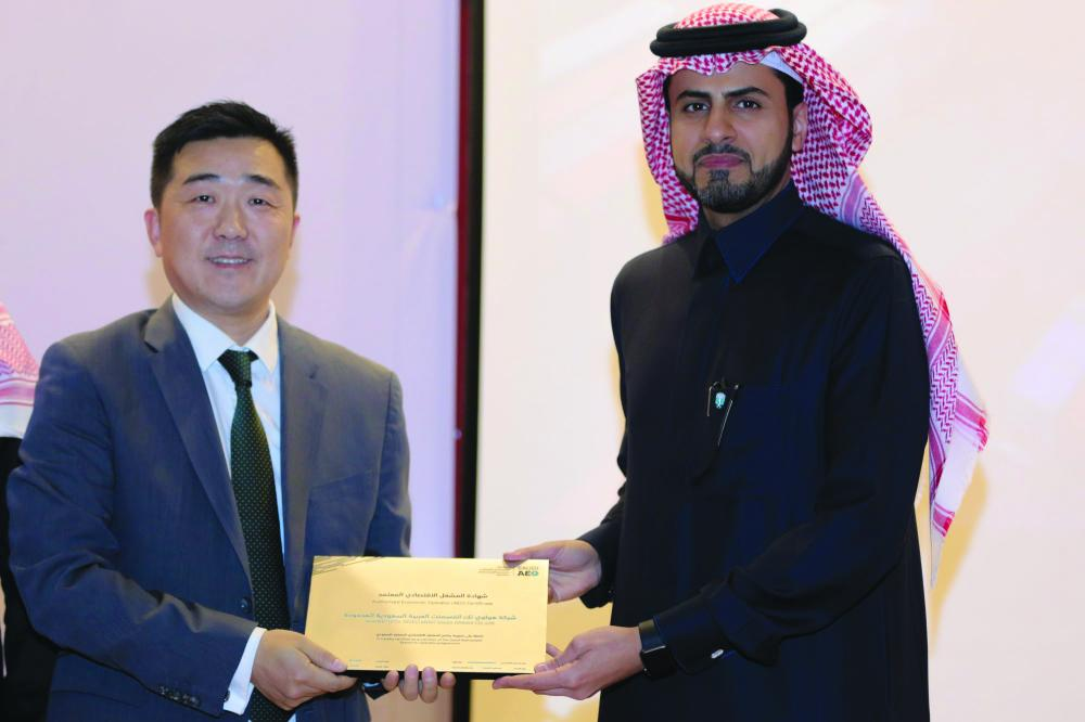 Huawei KSA CEO Dennis Zhang and Ahmed Bin Abdulaziz Al-Haqbani, director general Saudi Customs. — Courtesy photos