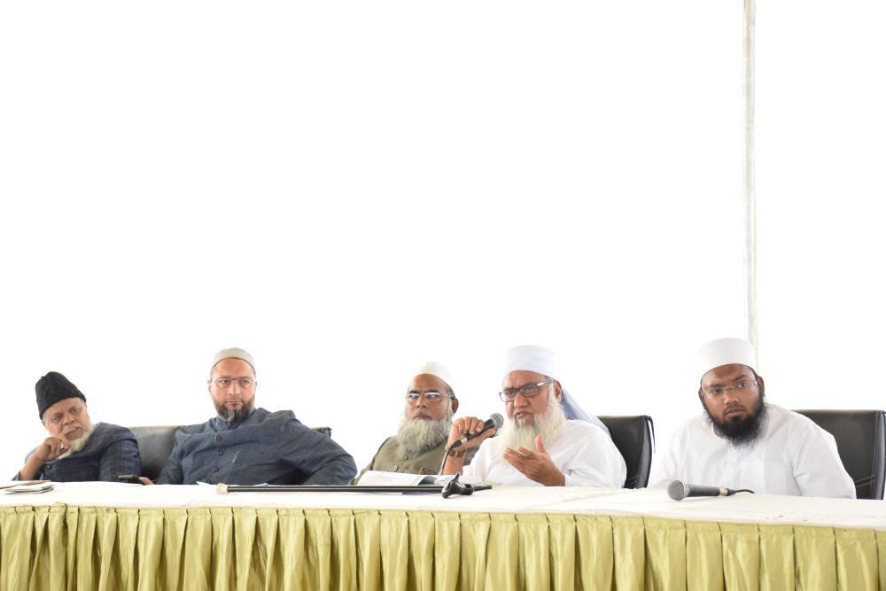 Maulana Khaleel-ur-Rahman Sajjad Noamani Nadvi, spokesperson AIMPLB addressing the media at Salar-e-Millat Auditorium on Owaisi Hospital premises Kanchanbagh, Hyderabad. Also in the picture are, Barrister Asaduddin Owaisi MP, president AIMIM & member AIMPLB, Maulana Khalid Saifullah Rehmani gen. secretary AIMPLB, Maulana Umrain Mahfooz Rehmani, secretary AIMPLB, Maulana Raheemuddin Ansari member AIMPLB. — Courtesy photo
