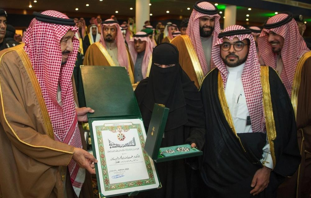 Custodian of the Two Holy Mosques King Salman presents King Abdulaziz First Class Medal to Dr. Khairiyah Al-Saqaf during the opening of the Janadriya Festival in Riyadh on Wednesday. — SPA