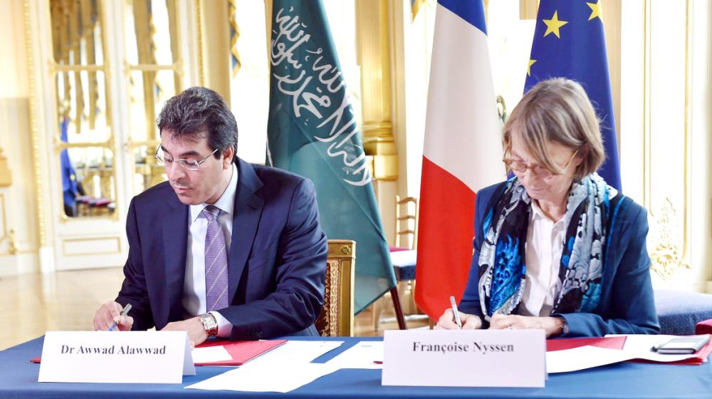 Saudi Minister of Culture and Information Awwad Al-Awwad signs an agreement with French Minister of Culture Francoise Nyssen in Paris on Monday.  — SPA