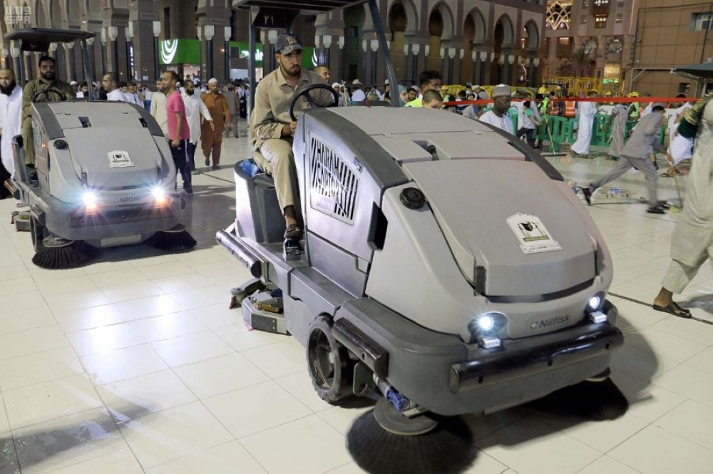 he Presidency for the Affairs of the Two Holy Mosques has recruited more than 10,000 male and female employees and seasonal workers to cater to the needs of Umrah pilgrims during the fasting month. This is in addition to a large number of men and women involved in keeping the areas around the Grand Mosque clean. — SPA
