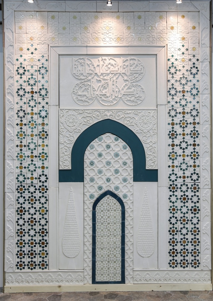 The central works in the exhibition are a full-size mihrab (prayer niche) and roshan (traditional wooden window-frame) that draw on the rich heritage of the Old Town (Al-Balad) of Jeddah. — Courtesy photos