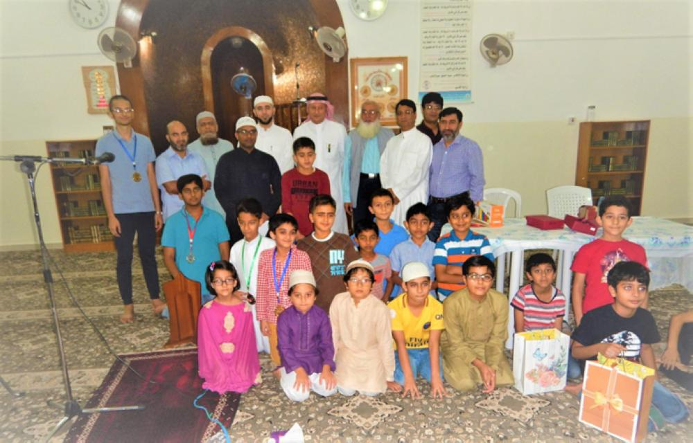 Participating children and organizers of the Islamic quiz competition held in Saudia City compound in Jeddah. — Courtesy photo.