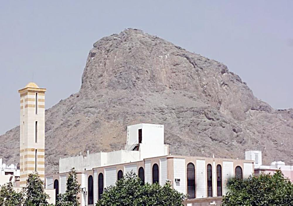 Mount Al-Nour looks like a camel's hump. It has the Cave of Hiraa where the Prophet (pbuh) heard angel Gabriel for the first time and where the prophethood was bestowed upon him. — Okaz photos