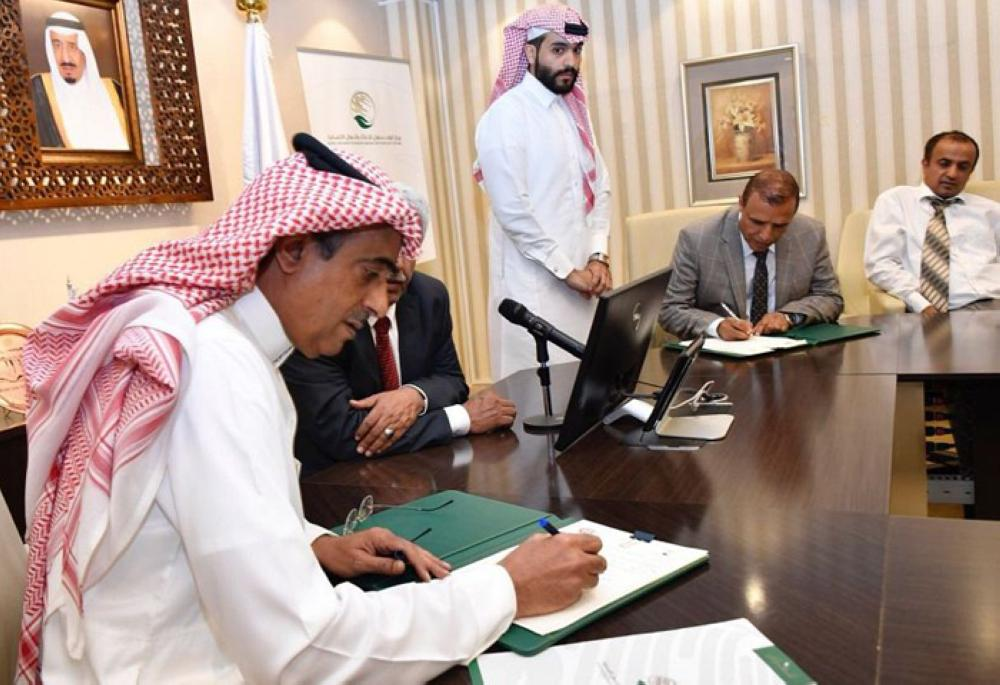 KSrelief signs three contracts to treat 500 injured