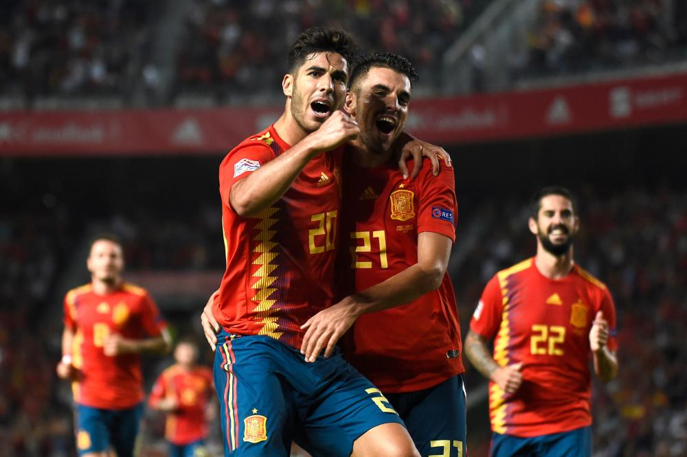 Spain's midfielder Marco Asensio (L) celebrates with Dani Ceballos after scoring a goal during the UEFA Nations League A group match against Croatia at the Manuel Martinez Valero Stadium in Elche Tuesday. — AFP