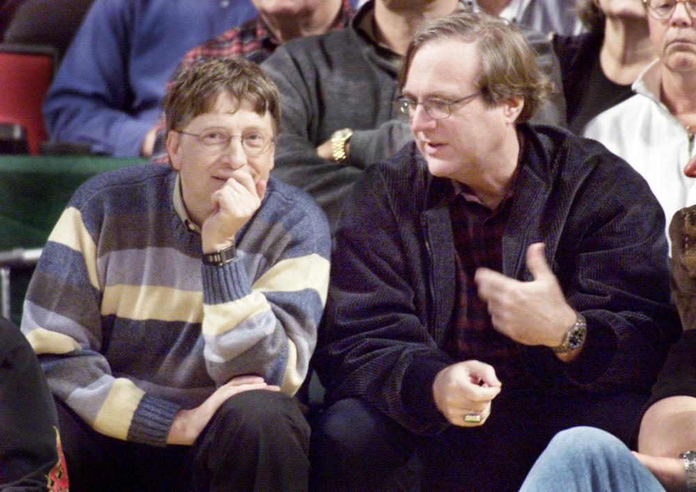Microsoft co-founders Bill Gates, left, and Paul Allen, right, chat at  court side during the NBA game between the Seattle SuperSonics and the Portland Trailblazers at Key Arena in Seattle in this March 11, 2003 file photo. — Reuters