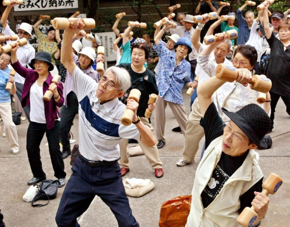 With a projected average lifespan of nearly 85.8 years, Spain — formerly in 4th place — will dethrone Japan, which sits atop the rankings today with a lifespan of 83.7 years, and will drop to 2nd place in 2040. —  AFP