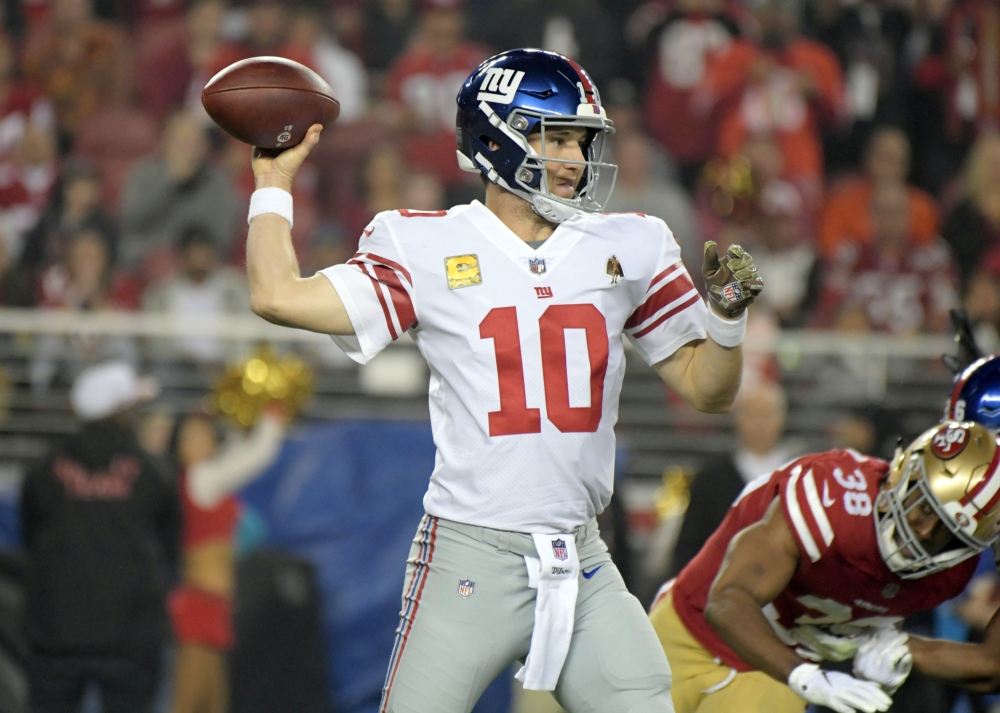 New York Giants quarterback Eli Manning (10) throws a pass during the first half against the San Francisco 49ers at Levi's Stadium.