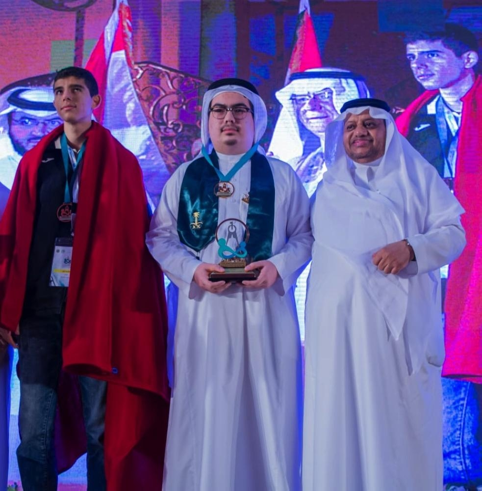 Abdullah Al-Thaqafi, director general of the Ministry of Education›s branch in Jeddah, with the gold medalists of the Arab Math Olympiad.