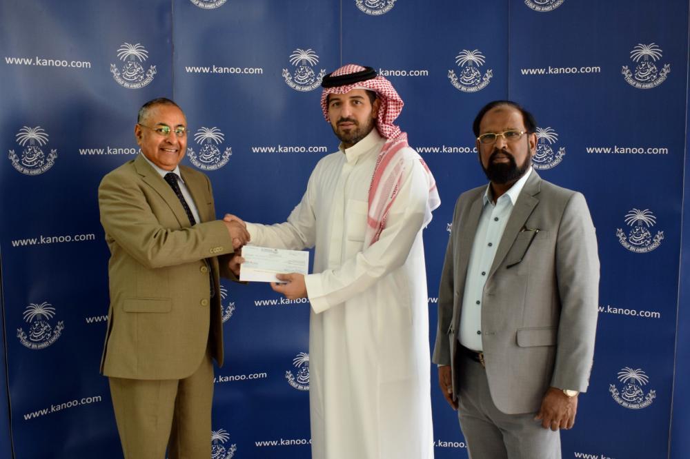 Ahmed Fawzi Kanoo handing over sponsorship check to JCA Vice President Hamid Afandi.