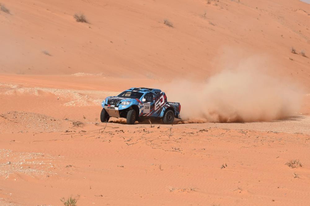 Essa Al-Dossari in his T1 Nissan Navara