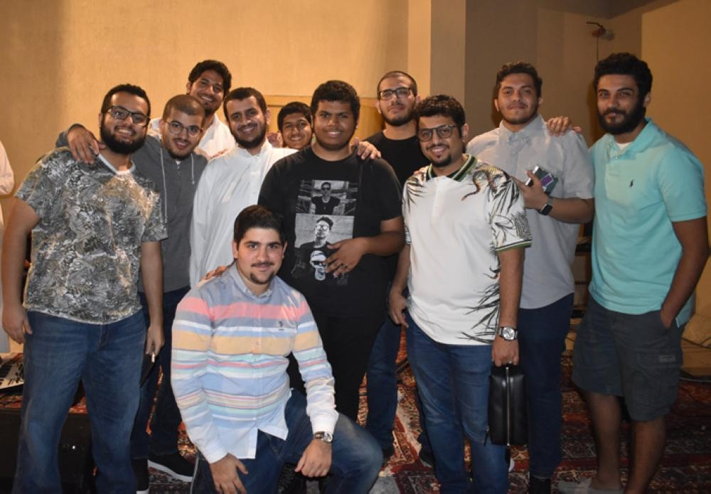 Abdulmalik Zubailah with his audience after the launch ceremony.