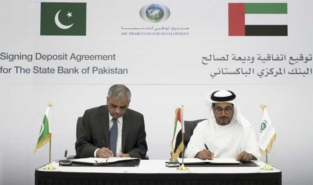 Mohammed Saif Al Suwaidi, Director General of ADFD, and Tariq Bajwa, Governor of the State Bank of Pakistan, sign the agreement at the ADFD headquarters in Abu Dhabi