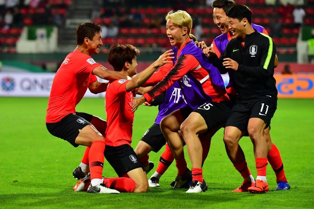 South Korea's defender Kim Jin-su (2nd L) celebrates his goal during the 2019 AFC Asian Cup Round of 16 match against Bahrain at the Rashid Stadium in Dubai Tuesday. — AFP