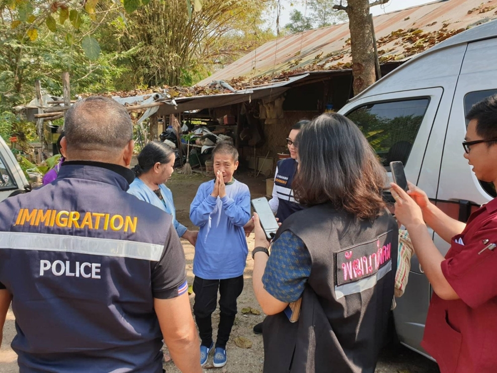 In this handout photo taken and released by the Thai Immigration Police Kaeomanee Arjaw, (C), greets Thai Immigration Police upon arriving home in Chiang Rai.  — AFP