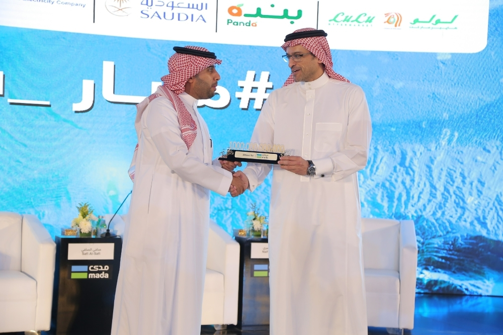 Al Tayyar Travel Group CEO Abdullah bin Nasser Al-Dawood, on behalf of Almosafe r— the group's consumer travel brand, accepts the award. — Courtesy photo