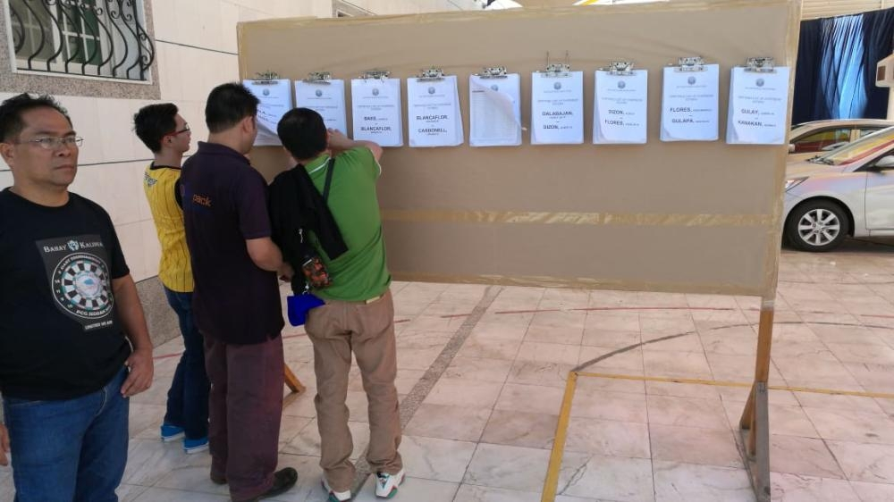 Eager registered voters looking for their names to cast their votes. — SG photo