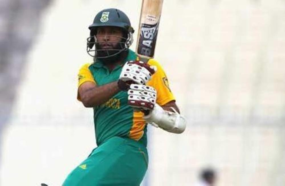 Off-form opening batsman Hashim Amla has been included in the South African squad for the Cricket World Cup in England and Wales starting next month.