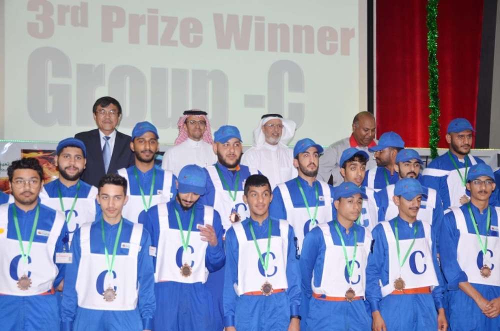 Winners of the competition with Japan Consul General Masayuki Miyamoto, SJAHI Executive Director Salem Bin Hassan Al-Asmari and other dignitaries.