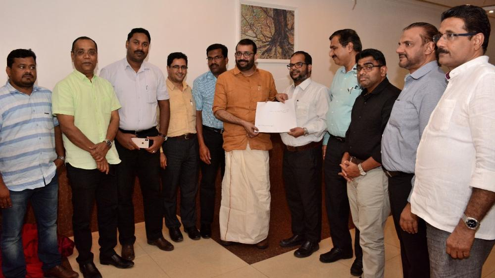 Goodwill Global Initiative officials presenting a memorandum to Kerala Speaker P. Sreeramakrishnan at a recent ceremony in Jeddah.  V.K.A Rauf, chief patron of Navodaya Cultural Forum, is also seen.