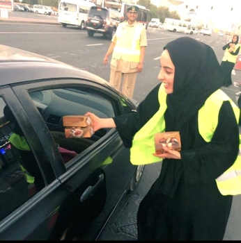 UAE's Minister of State for Youth Affairs Shamma Al-Mazrui distributing iftar meals to motorists.