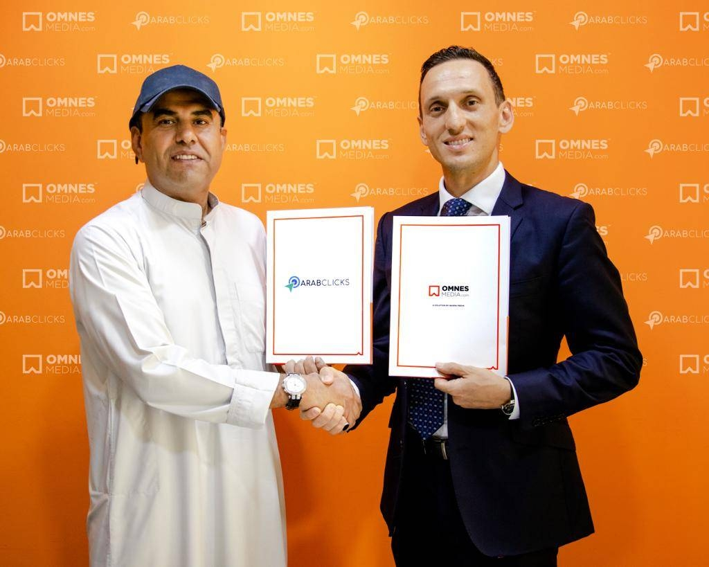 Nasser Al Sarami, CEO of Basma Media (left), and ArabClicks co-founder and CEO Mauro Romano shake hands at the signing of agreement in Dubai Media City