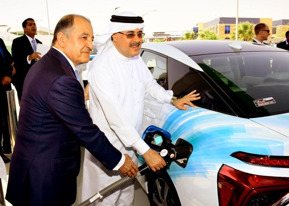 (From right to left) President and Chief Executive Officer of Saudi Aramco Amin H. Nasser, Air Products' Chairman, President and CEO Seifi Ghasemi and Prof. Dr. Sahel N. Abduljauwad, acting rector of King Fahd University of Petroleum and Minerals, during the inauguration of Saudi Arabia's first hydrogen fueling station.
