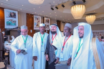 Dr. Abdulaziz Al-Sarhan, secretary general of IOR (center) poses with members from Saudi Arabia and abroad during the 12th annual meeting of the general assembly held in Jeddah, recently. — Courtesy photoal  Meeting