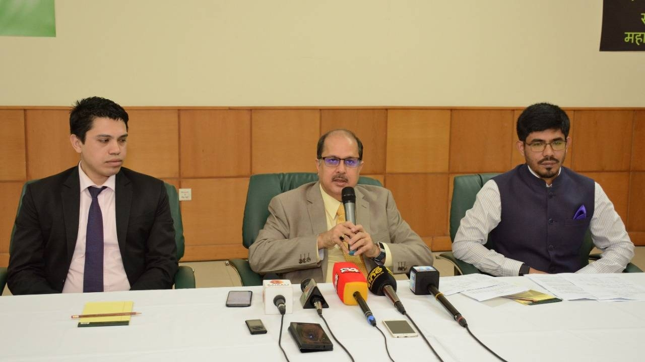 Indian Ambassador Dr. Ausaf Sayeed addressing a press conference in Jeddah on Saturday. Consul General Md. Noor Rahman Sheikh and Haj Consul Y. Sabir are also seen.