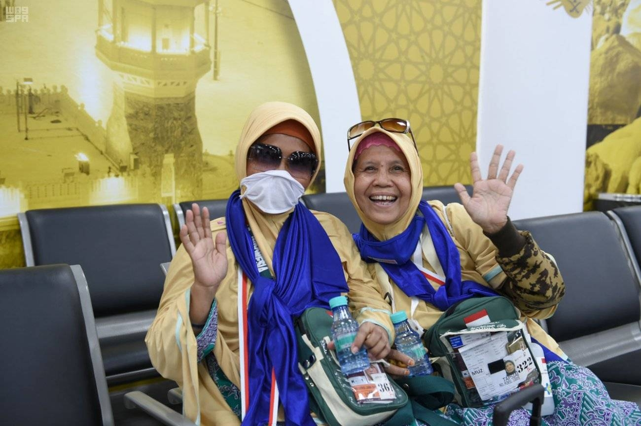 Indonesian pilgrims arriving in Madinah under the
