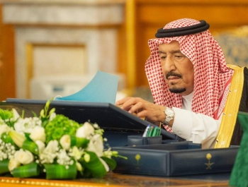 Custodian of the Two Holy Mosques King Salman chairs the Council of Ministers meeting at Al-Salam Palace in Jeddah on Tuesday. — SPA