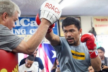 Manny Pacquiao works the pads with Freddie Roach.