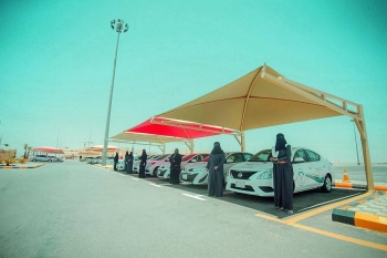 A new batch of 500 women received driving licenses from Al-Qassim after passing training at the driving school.