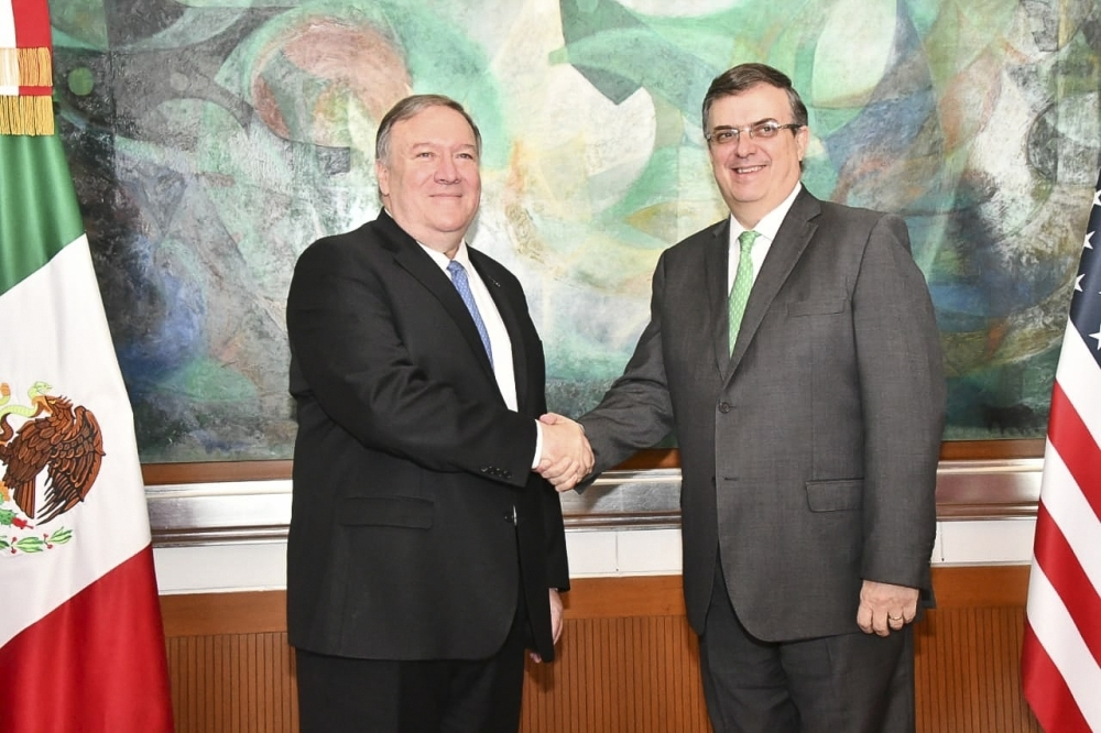 Mexican Foreign Minister Marcelo Ebrard (R) shakes hands with  US Secretary of State Mike Pompeo during a private meeting in Mexico City on Sunday. -AFP photo