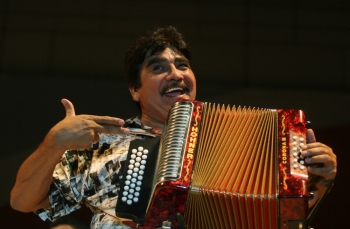 Mexican musician Celso Pina performs during the Santa Lucia International Festival in Monterrey, northern Mexico, in this Sept. 21, 2008 file photo. — Reuters