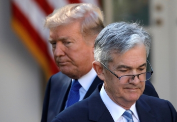 US President Donald Trump looks on as Jerome Powell, his nominee to become chairman of the U.S. Federal Reserve moves to the podium at the White House in Washington, U.S., November 2, 2017. -Reuters