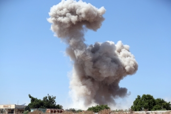 Smoke billows following a reported regime air strike on the eastern outskirts of Maaret Al-Numan in Syria's northern province of Idlib on Saturday. -AFP