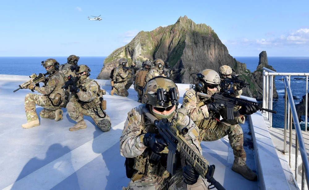 Members of South Korean Naval Special Warfare Group take part in a military exercise in remote islands called Dokdo in Korean and Takeshima in Japanese, South Korea, on Sunday. -Reuters