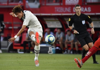 Bordeaux's Corean midfielder Hwang Ui-Jo shoots and scores during the French L1 football match between Dijon FCO and FC Girondins de Bordeaux at the Gaston Gerard stadium, central France, on Saturday. — AFP