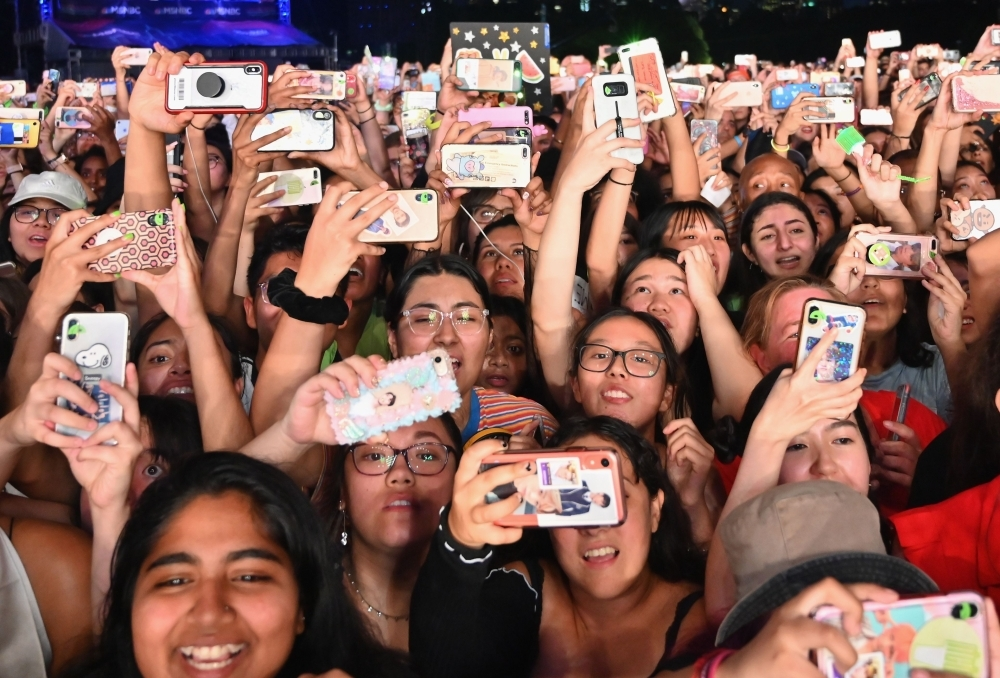 People in the crowd hold up their smartphones during the 2019 Global Citizen Festival: Power The Movement in Central Park in New York in this Sept. 28, 2019 file photo. — AFP
